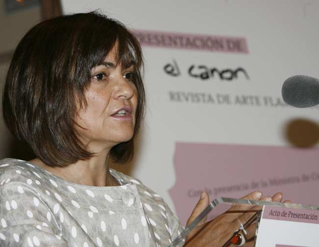 La ministra de Cultura, Carmen Calvo, durante la presentación hoy en Madrid de 'El canon', una nueva revista de flamenco