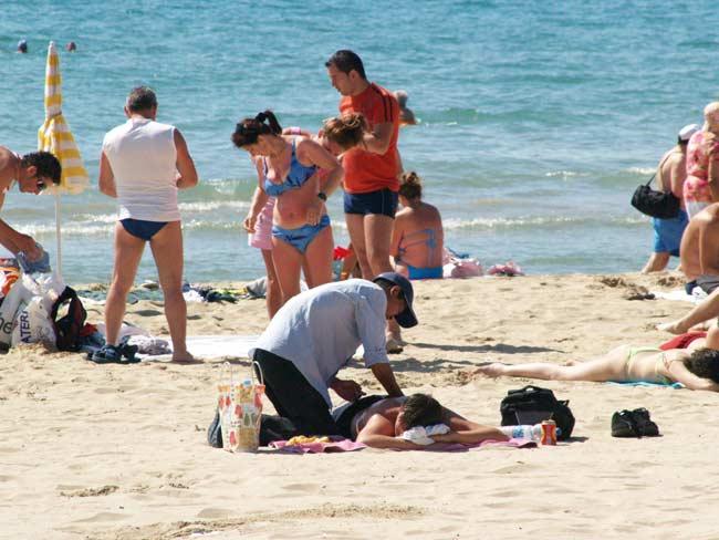 Masajistas en las playas de Alicante