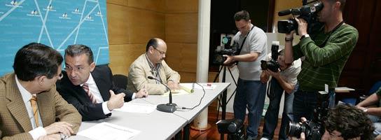 Los dirigentes de CC durante la rueda de prensa (EFE)