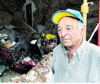 Uns ancians viuen fa