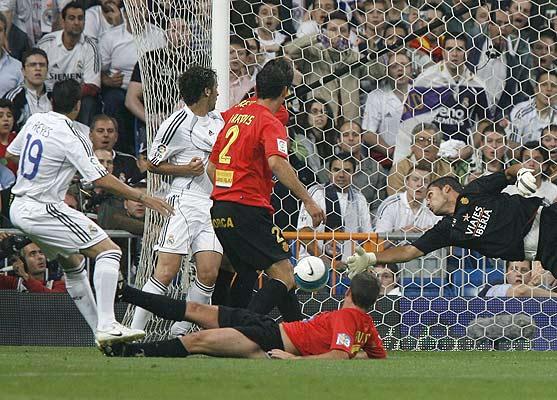 El primer gol de Reyes