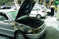 Susto al arder un coche en Villarroel