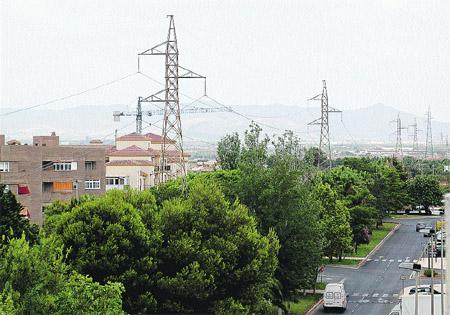 Santa Ana clama por  la línea de alta tensión que atraviesa el pueblo