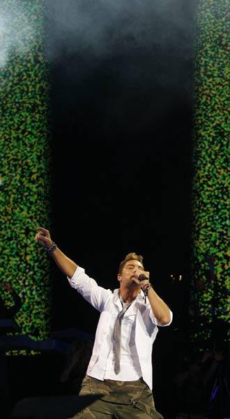 El cantante almeriense David Bisbal, durante su actuación