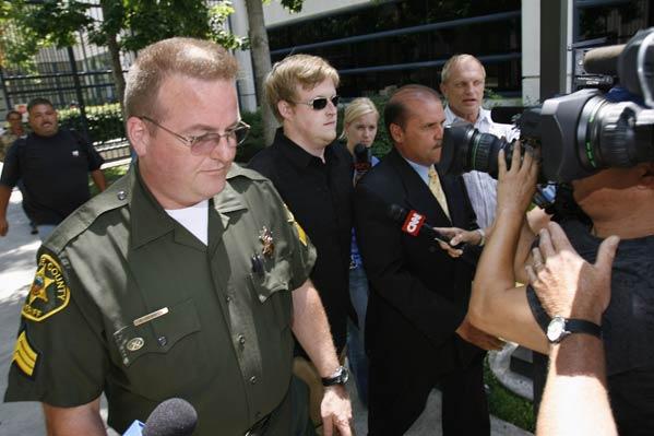 Al Gore III sale de prisión