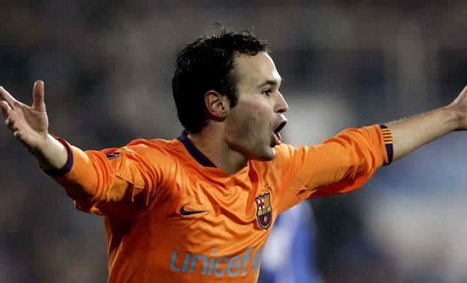 Iniesta celebra un gol