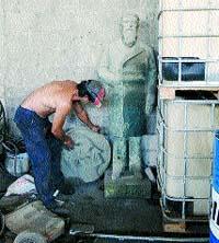 El Ayuntamiento intenta recomprar una estatua del s. XIX en la chatarra