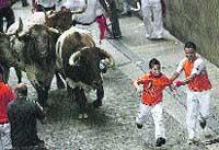 No podrá visitar a su hijo por exponerlo ante los toros en los sanfermines