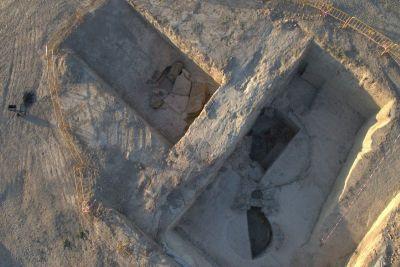 Vista aérea de las cámaras funenarias descubiertas en el dolmen de montelirio.