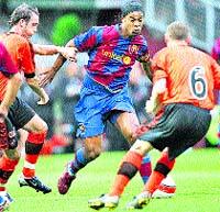 Henry debuta con un gol ante el Dundee