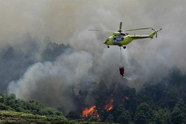 Un incendio en Tenerife obliga a desalojar a 2.000 personas de cuatro municipios