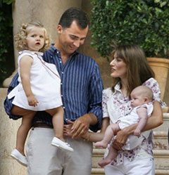 Los Príncipes de Asturias y sus dos hijas en Marivent.
