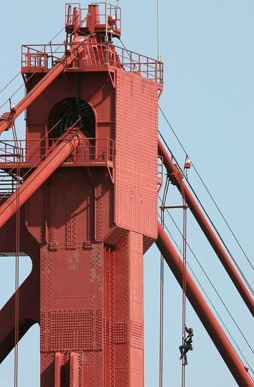 Detienen al 'Spiderman' francés por escalar el puente 25 de Abril de Lisboa