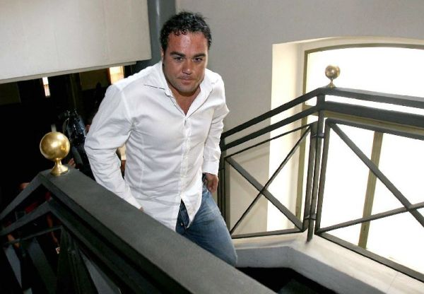 Aitor González, con unos kilos de más, a su llegada a los juzgados de Alicante
