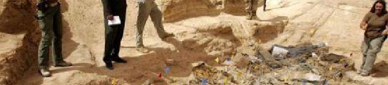Cuatro arqueólogos exhuman los cadáveres de catorce militares muertos en la guerra