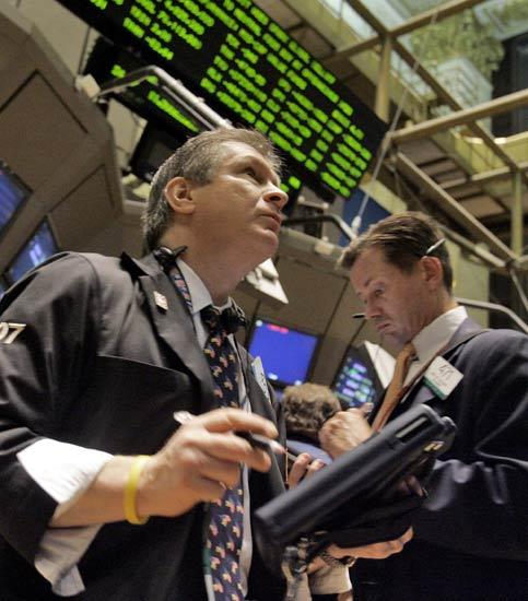 Wall Street cae pese a la inyección de fondos de la Reserva Federal