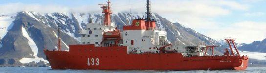 El Hespérides en el Ártico (J.A. Flores / EFE)