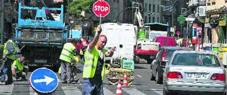 Una docena de obras dificultan el tráfico y atascan varias calles