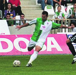 Peragón hace líder de Segunda al Málaga
