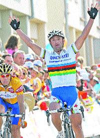 Paolo Bettini triunfa antes de los Lagos
