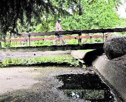 Un parque con río, pero sin agua
