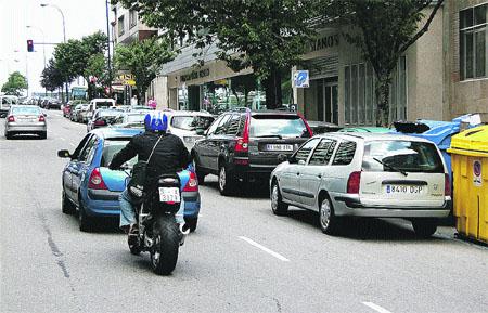 Las retenciones de tráfico en el entorno de los colegios vuelven hoy a la calle