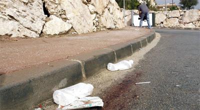 Restos de sangre que dejó el tiroteo de Fuengirola.