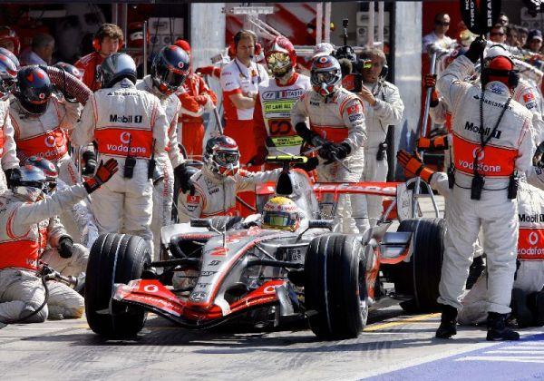 El equipo McLaren durante el pasado gran Premio de Monza.