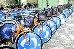 Ya hay 100 bicis para alquilar gratis y circular por la capital