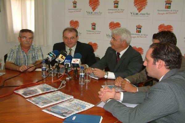 El Alcalde de Vícar en la presentación de la promoción de viviendas