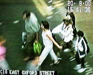 Imagen tomada por una cámara CCTV. (Thisislondon.co.uk)