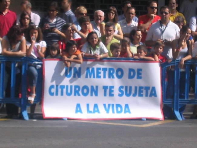 Pancarta de un grupo de asistentes