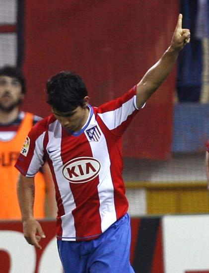 'Kun' Agüero celebra su gol al Racinng de Santander