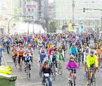 Más de 3.000 ciclistas toman las calles en