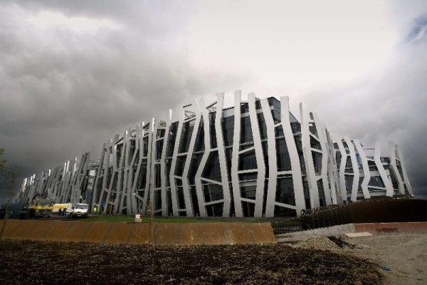 Los pr ncipes de asturias inauguran la nueva sede de caja for Caja vital oficinas vitoria