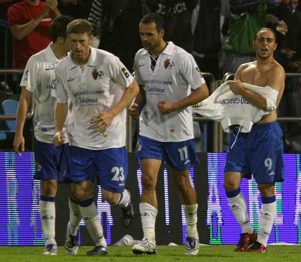 Los jugadores del Zaragoza celebran el gol de Sergio García