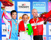 Paolo Bettini retiene el jersey arco iris y se reivindica en Stuttgart