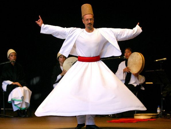 Actuación de música y danza sufí