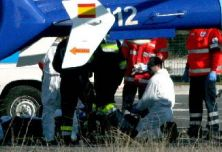 Miembros del 112 auxilian en un accidente.