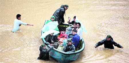El tifón 'Krosa' arrasa la costa sureste de China