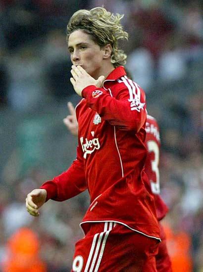 Fernando Torres celebra un gol con el Liverpool