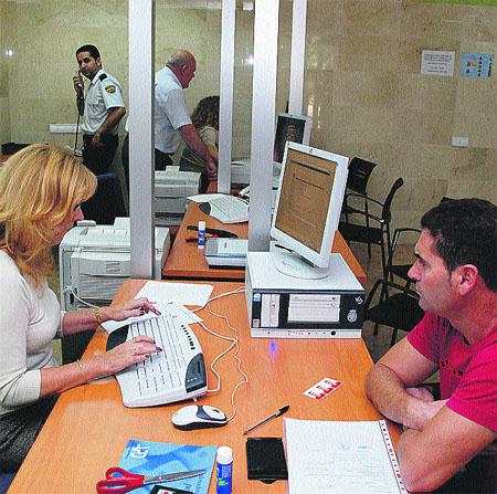 Ya te puedes hacer el DNI en la comisaría de San Andrés ¡sin colas!