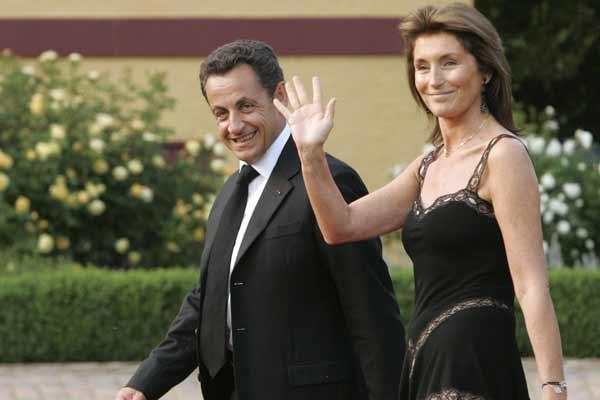 Nicolas Sarkozy, y su esposa