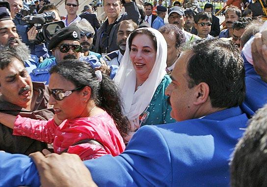 Benazir Bhutto vuelve a Pakistán