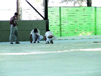 En un colegio de Umbrete se cae una valla de obra y hiere a dos niños