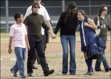 Connor e Isabella junto a Tom Cruise y Katie Holmes.