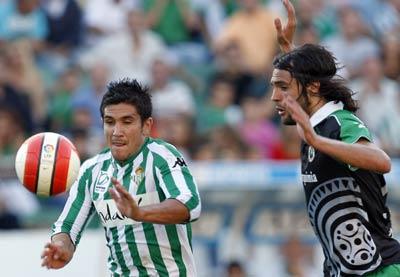 Xisco del Betis y Sergio Sánchez del Racing