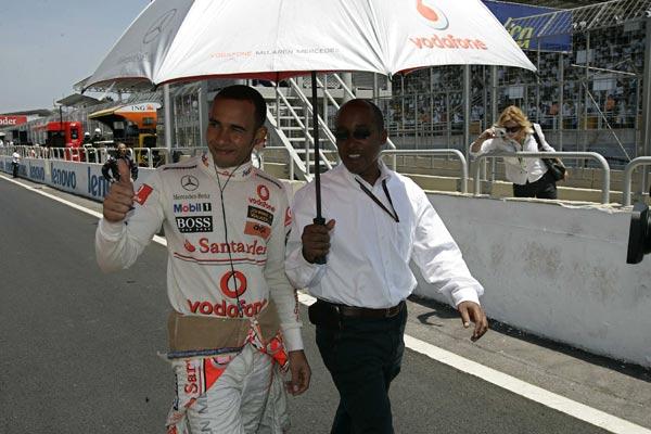 Lewis Hamilton y su padre