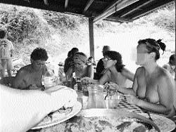 Los gijoneses practican  el nudismo ya no s�lo en playas y piscinas