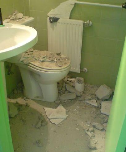 Derrumbe en el baño